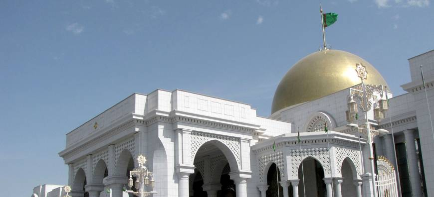 Oil cash helps Turkmenistan turn capital into marble marvel