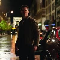 The size of it: Tom Cruise comes up short in the titular role of 'giant' Jack Reacher — and not just because of his 1.7-meter height. | © 2012 Paramount Pictures. All Rights Reserved.