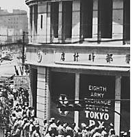 U.S. servicemen flock to the former Hattori jewelry store at Tokyo's Ginza 4-chome intersection, which was commandeered by General Headquarters as a military retail facility during the Occupation.
