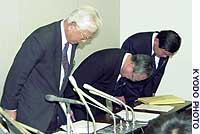 Nissan Construction Co. board members show regret at a Tokyo news conference annoucing the builder's collapse.