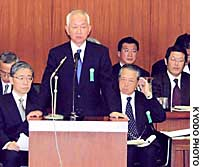 Yoshifumi Nishikawa, president of Sumitomo Mitsui Banking Corp., speaks before the Lower House's Committee on Financial Affairs on Friday.