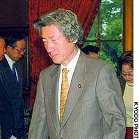 Prime Minister Junichiro Koizumi heads for a meeting of his Cabinet after attending a photo session with his ministers at the Diet.