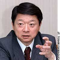 Tottori Gov. Yoshihiro Katayama, visiting Tokyo, speaks on the importance of reviewing local-level finances and taxation systems.
