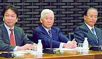 Bank of Japan Gov. Toshihiko Fukui (center) presides over a meeting of BOJ branch managers at the central bank's headquarters.