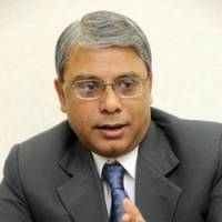 Foreign investment: Arijit Basu, regional head of State Bank of India, speaks at his office in Chiyoda Ward, Tokyo, on Jan. 14. | SATOKO KAWASAKI PHOTO