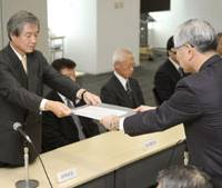 Rite of spring: Kazuhiko Miyazaki, head of Nippon Steel Corp.'s labor union (left), hands the union's demands over to Executive Vice President Kosei Shindo on Friday at the firm's headquarters in Tokyo. | KYODO PHOTO