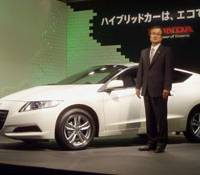 Environmental sport: Honda Motor Co. President Takanobu Ito unveils the world's first hybrid sports car, the CR-Z, at a news conference in Tokyo on Thursday.   KYODO PHOTO