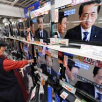 Next in line: People watch news reports about Naoto Kan being elected head of the ruling Democratic Party of Japan at Yamada Denki's Nanba outlet in Osaka on Friday. | KYODO PHOTO