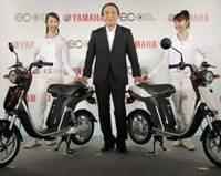 Eco-commuter: Yamaha Motor Co. President and CEO Hiroyuki Yanagi poses with the EC-03 electric scooter at a media preview in Tokyo on Wednesday.   AP PHOTO
