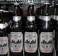 In the market: Bottles of Asahi Breweries Ltd.'s Super Dry beer are displayed at a liquor shop in Tokyo on Jan. 6. | BLOOMBERG