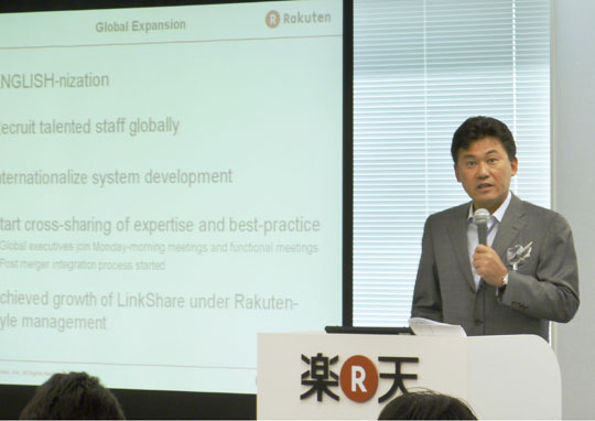 Powerful points: Rakuten Inc. Chairman and CEO Hiroshi Mikitani gives a presentation in English during a news conference Thursday to announce the firm's financial results at its head office in Shinagawa Ward, Tokyo.   KYODO PHOTO