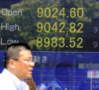 Downbeat: A reader board shows the Tokyo Stock Exchange's Nikkei 225 index slipping below 9,000 on Tuesday morning. | KYODO PHOTO