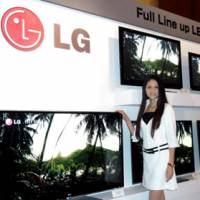 Making a splash: LG Electronics Inc. announces Monday that it will start selling flat-panel TVs in Japan in November, unveiling the products at a Tokyo hotel. | KAZUAKI NAGATA