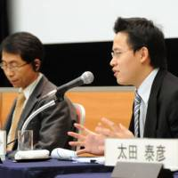 Somprawin Manpraseat (right) of Chulalongkorn University in Thailand discusses the changing economic landscape in Southeast Asia as Jung Sung Chun of the Korea Institute for International Economic Policy listens during a Dec. 3 symposium at Keidanren Kaikan in Tokyo. | SATOKO KAWASAKI PHOTO