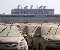 Muddy waters: Flood-damaged vehicles are parked outside the Honda Motor Co. automobile plant at the Rojana Industrial Park in Ayutthaya, Thailand, on Tuesday. | BLOOMBERG