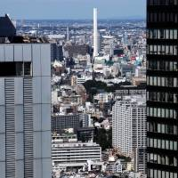 Space to let: Rents in Tokyo have dropped every month for more than three years, while the vacancy rate rose to 9.01 percent in December.   BLOOMBERG