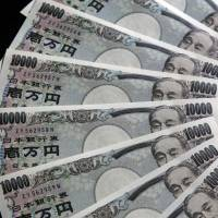 Narrow spread: A display of ¥10,000 notes is seen in this photo taken in Tokyo last July. | BLOOMBERG