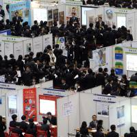 New directions: University students take part in the Mynavi job expo, a job fair hosted by Mainichi Communications Inc., in Tokyo on Jan. 8, 2011.   BLOOMBERG