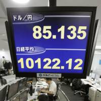 Best yen analysts join skepticism of Abe