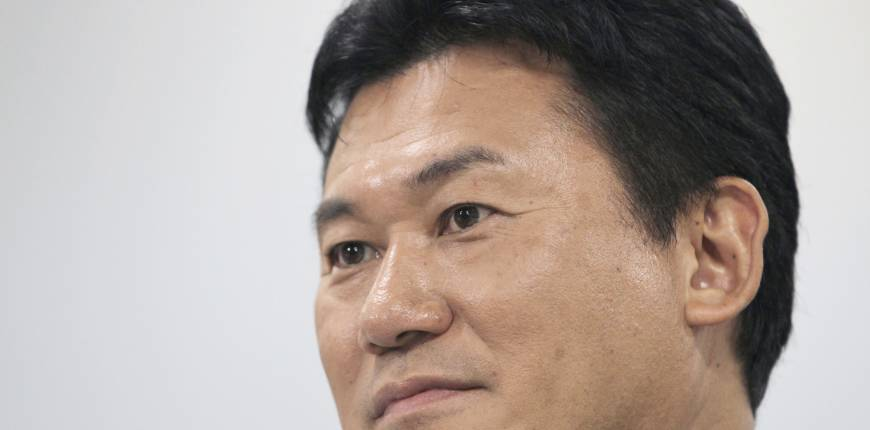 Cut corporate tax to aid commerce, Mikitani advises