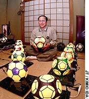 Glassmaker pitches balls for the Cup