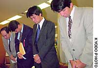Officials of Tokyo Electric Power Co. apologize at the Ministry of Economy, Trade and Industry amid the emergence of further reactor coverup cases.