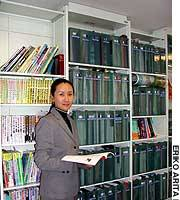 Rie Hirakawa is president of Travessia Inc., which operates Ryugaku Toshokan (Study Abroad Library) in Meguro Ward, Tokyo, where counseling is available on studying overseas and schools in English-speaking countries.