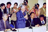 Shigeru Yokota, father of abductee Megumi Yokota, addresses relatives of other abductees at a Tokyo hotel, calling for a deeper investigation into the kidnapping victims.