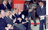Prime ministers past and present, including Kiichi Miyazawa (seated, fourth from left) and Yasuhiro Nakasone (sixth from left), attend an April 22 ceremony marking the opening of the new Prime Minister's Official Residence.