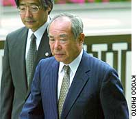 Former Labor Minister Masakuni Murakami enters the Tokyo District Court.