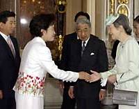 South Korean first lady Kwon Yang Suk (second from left) and Empress Michiko greet each other at the state guesthouse Friday in Tokyo, as South Korean President Roh Moo Hyun (left) and Emperor Akihito look on.