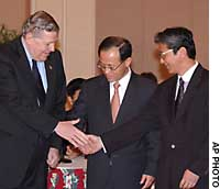 James Kelly, assistant U.S. secretary of state, (left) shakes hands Friday with South Korean Deputy Foreign Minister Lee Soo Hyuck (center) and Mitoji Yabunaka, director general of the Foreign Ministry's Asian and Oceanian Affairs Bureau, ahead of talks in Honolulu about North Korea.