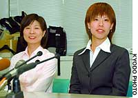 Yuko Adachi (right) and her mother, Atsuko, meet the press following the Kyoto District Court ruling.
