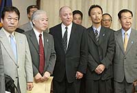 U.S. Embassy official Richard Christenson (center) poses Thursday with members of a group comprising relatives of Japanese abducted by North Korean agents. | POOL PHOTO