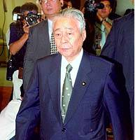 Mikio Aoki, secretary general of the Liberal Democratic Party caucus in the Upper House, enters a room Tuesday at LDP headquarters in Tokyo for a meeting of senior party leaders.