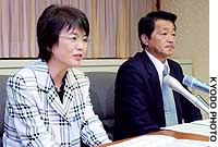 Four of the five repatriated Japanese abductees speak at separate news conferences in Fukui and Niigata prefectures. Pictured above are Fukie Chimura and Yasushi Chimura, and below Yukiko Hasuike and Kaoru Hasuike.