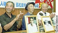 Plantiffs rejoice after the Hiroshima High Court awarded compensation to former Chinese slave laborers.