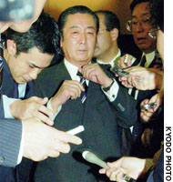 Fomer Prime Minister Ryutaro Hashimoto leaves his office in Tokyo's Chiyoda Ward on Thursday morning.