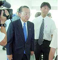 Yosaku Fuji, president of Kansai Electric Power Co., arrives for a meeting with residents of Mihama, Fukui Prefecture, to offer an apology and explanation for the deadly accident at its nuclear power plant.