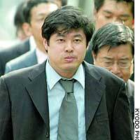 Isamu Kaneko, developer of the Winny peer-to-peer file-sharing program, enters the Kyoto District Court with his lawyers.