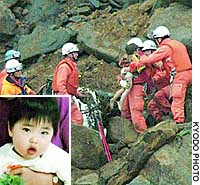 Rescuers in Nagaoka, Niigata Prefecture, pull 2-year-old Yuta Minagawa (inset) out of a car that had been buried in an earthquake-triggered landslide since the weekend.