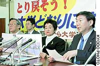 Ichiko Ishihara (third from left) and other plaintiffs in the Kunitachi apartment building case address the media at the Tokyo District Court.