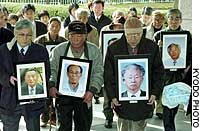 South Korean plaintiffs in a lawsuit over slave laborers' exposure to the 1945 A-bomb attack on Hiroshima enter the Hiroshima High Court on Wednesday. The court ordered the state to pay them damages.