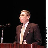 Shohei Yamamoto, a former resident of the islands seized by the Soviet Union at the end of World War II, speaks at a symposium in the city of Fukui.