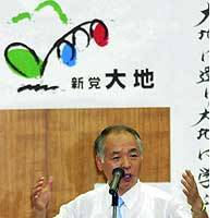 Former Lower House member Muneo Suzuki addresses supporters at his office in Sapporo on Thursday.