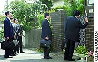 Prosecutors in Kashiwa, Chiba Prefecture, arrive Tuesday to search the home of Kuniaki Sato, arrested earlier in the day for his alleged role in accounting fraud at Kanebo Ltd.