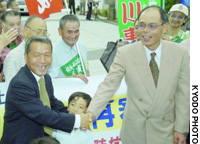 Shoji Sakurai (left) and Takao Sugiyama celebrate Wednesday after being granted a retrial for a robbery-murder case.