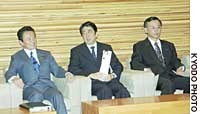 Foreign Minister Taro Aso (left), Chief Cabinet Secretary Shinzo Abe (center) and Finance Minister Sadakazu Tanigaki wait for a Cabinet meeting to start Dec. 13 at the Prime Minister's Official Residence, while Yasuo Fukuda speaks during a Lower House Budget Committee session in November 2003.