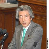 Prime Minister Junichiro Koizumi delivers a policy speech at the Lower House plenary session Friday after the Diet opened earlier in the day.