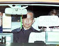 Mamoru Ikezawa, a former technical councilor at the Defense Facilities Administration Agency charged with bid-rigging, leaves the Tokyo Detention House on Tuesday night after being released on bail.
